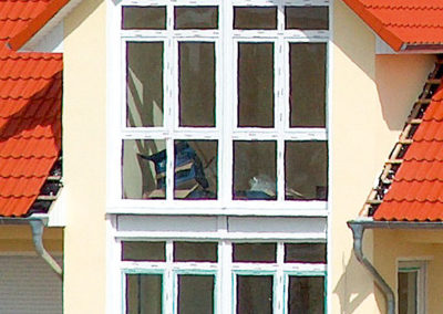 Detailansicht Fenster mit Giebel
