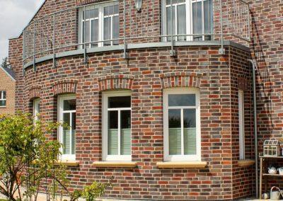 ovaler Ausbau mit Balkon