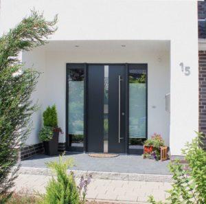 Stadtvilla Grundriss mit überdachtem Eingangsbereich und 150 m² Wohnfläche