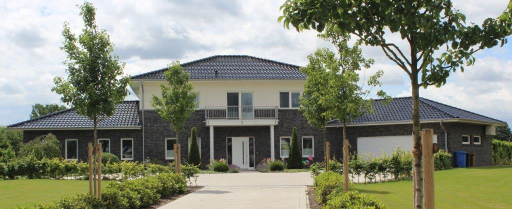 stadtvilla mit anbauten als architektenhaus im landkreis cloppenburg kalobau. Black Bedroom Furniture Sets. Home Design Ideas
