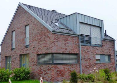 Satteldachhaus ohne Dachüberstand mit Zinkausbau