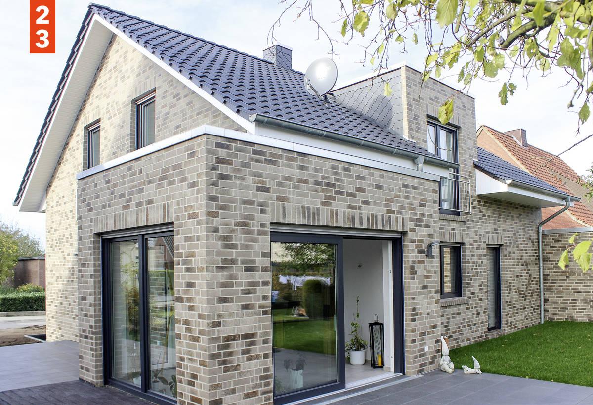 Das großzügige Einfamilienhaus als Satteldachhaus hat über 200 m² Wohnfläche